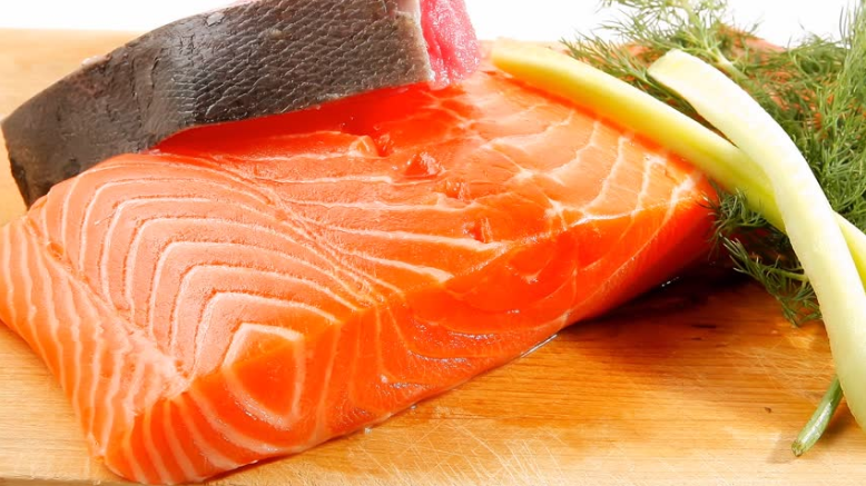 24 food and beverages that you should avoid during for Raw fish food poisoning